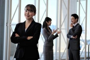 ビジネスマンとビジネスウーマンの写真素材 [FYI04618101]