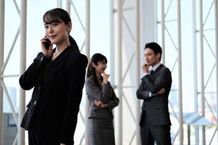 ビジネスマンとビジネスウーマンの写真素材 [FYI04618111]