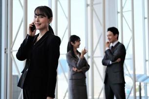ビジネスマンとビジネスウーマンの写真素材 [FYI04618112]