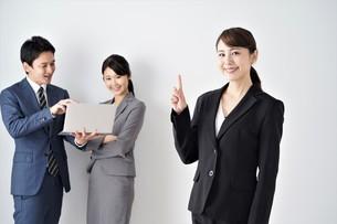 ビジネスマンとビジネスウーマンの写真素材 [FYI04618251]