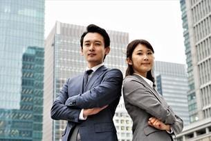 ビジネスマンとビジネスウーマンの写真素材 [FYI04618315]