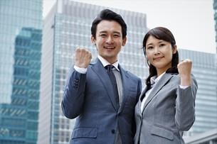 ビジネスマンとビジネスウーマンの写真素材 [FYI04618318]