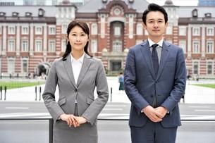 ビジネスマンとビジネスウーマンの写真素材 [FYI04618321]