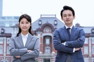 ビジネスマンとビジネスウーマンの写真素材 [FYI04618323]