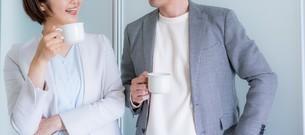ビジネスマンとビジネスウーマンの写真素材 [FYI04618621]