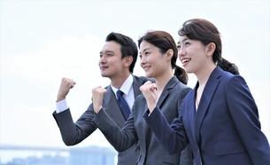 ビジネスマンとビジネスウーマンの写真素材 [FYI04618740]