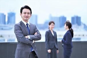 ビジネスマンとビジネスウーマンの写真素材 [FYI04618750]