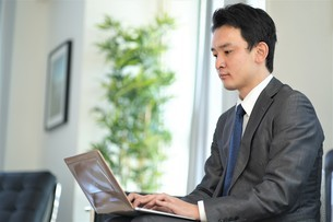 日本人ビジネスマンの写真素材 [FYI04619463]