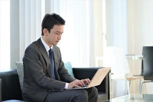 日本人ビジネスマンの写真素材 [FYI04619504]