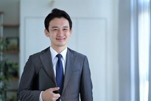 日本人ビジネスマンの写真素材 [FYI04619560]