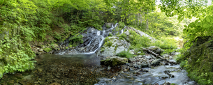 檜原村 夢の滝 パノラマの写真素材 [FYI04619652]