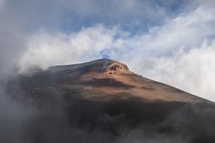 富士山 宝永山の景色の写真素材 [FYI04620234]