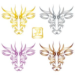 歌舞伎メイク風の牛の顔のデザイン(隈取)と、判子風の丑の漢字 イラスト セットのイラスト素材 [FYI04620310]