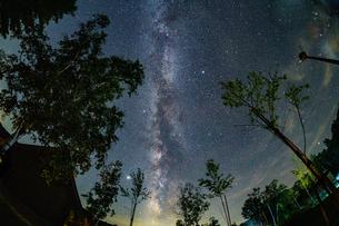 夏の天の川の写真素材 [FYI04621074]