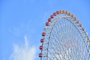 青空と観覧車の写真素材 [FYI04621097]