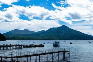 北海道 支笏湖の夏の風景の写真素材 [FYI04621399]