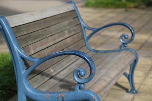 公園のベンチの写真素材 [FYI04621550]