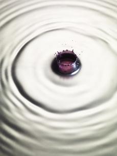メタルの液体の表面にリキットクラウンの写真素材 [FYI04621657]