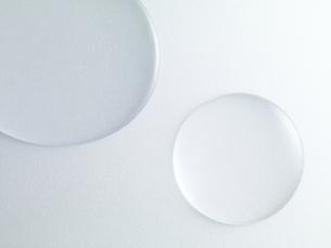 透明な水の滴の写真素材 [FYI04621662]