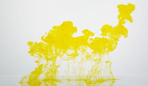 水の中でインクが滲む模様の写真素材 [FYI04621684]
