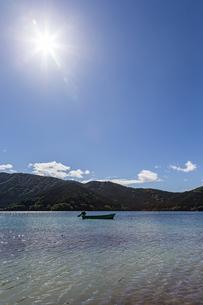 快晴の芦ノ湖の写真素材 [FYI04621743]