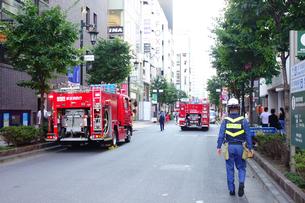 出動する消防車の写真素材 [FYI04622062]