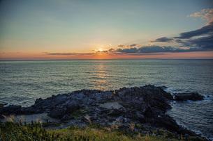 日本海日没の写真素材 [FYI04622124]