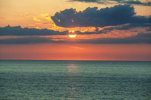 日本海日没の写真素材 [FYI04622131]