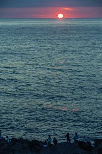 日本海日没の写真素材 [FYI04622135]
