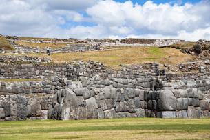 サクサイワマン遺跡の巨石の城壁の写真素材 [FYI04622278]