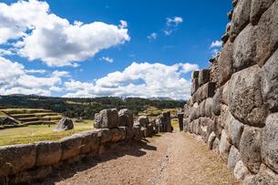サクサイワマン遺跡の石垣の写真素材 [FYI04622282]