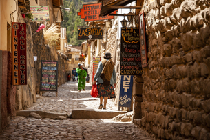 ペルー・ウルバンバ谷のオリャンタイタンボ村の写真素材 [FYI04622312]