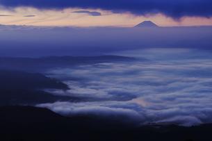 高ボッチ高原からの夜明けの写真素材 [FYI04622931]