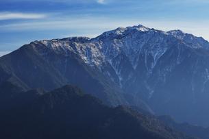 鹿嶺高原から望む仙丈ケ岳の写真素材 [FYI04622942]