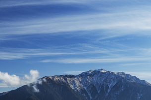 鹿嶺高原から望む仙丈ケ岳の写真素材 [FYI04622944]