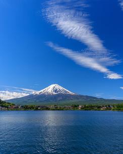 富士山と湖の写真素材 [FYI04623023]