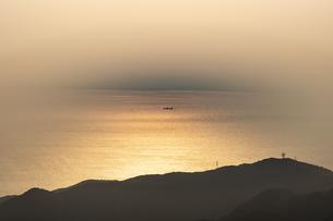 夕暮れの海の写真素材 [FYI04623047]