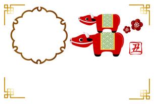 丑年のフォトフレーム年賀状 牛の置物 イラストのイラスト素材 [FYI04623107]