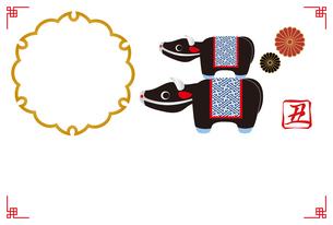 丑年のフォトフレーム年賀状 牛の置物 イラストのイラスト素材 [FYI04623116]