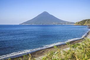 長崎鼻から望む開聞岳の写真素材 [FYI04623477]