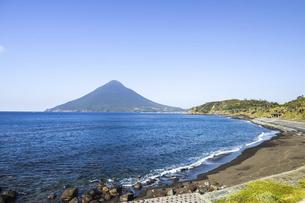 長崎鼻から望む開聞岳の写真素材 [FYI04623478]