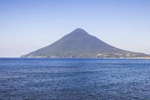長崎鼻から望む開聞岳の写真素材 [FYI04623479]
