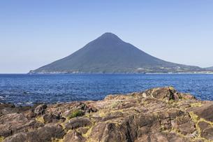 長崎鼻から望む開聞岳の写真素材 [FYI04623480]