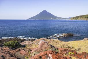 長崎鼻から望む開聞岳の写真素材 [FYI04623481]
