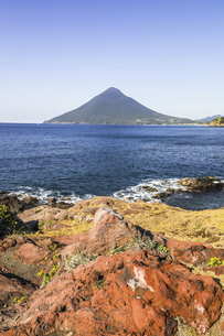 長崎鼻から望む開聞岳の写真素材 [FYI04623482]