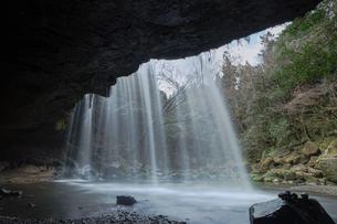 鍋ケ滝-裏側からの景色の写真素材 [FYI04623619]