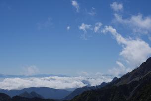 強風により巻き上げられる雲海の写真素材 [FYI04623861]