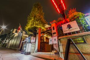北野異人館街 夜の英国館前の写真素材 [FYI04624722]