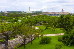 沖縄の平和祈念公園の平和祈念資料館と平和祈念堂の写真素材 [FYI04624882]