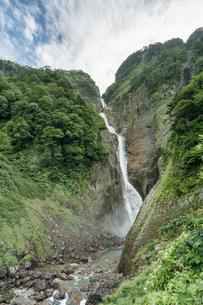 夏の称名滝の写真素材 [FYI04624939]